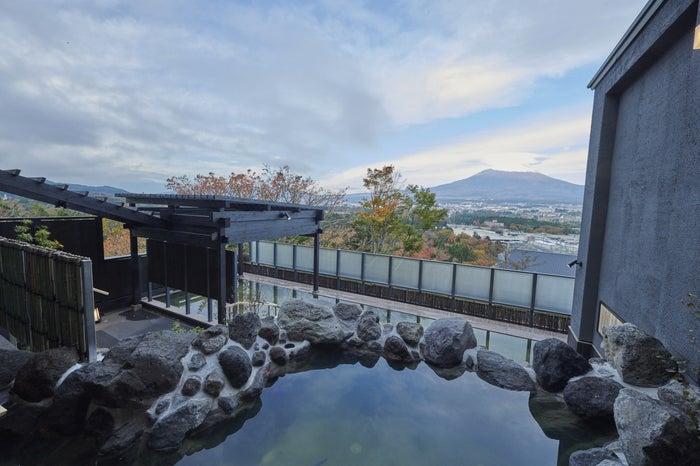 『木の花の湯』「大湯」の露天風呂/画像提供:小田急リゾーツ