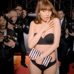 モデルプレス - 小嶋陽菜の下着動画がアクセス爆発