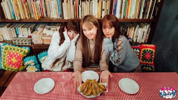 椎名ひかり、関口さくら、前田希美/クリスマスディナー(チェコ)(写真提供:MBS)