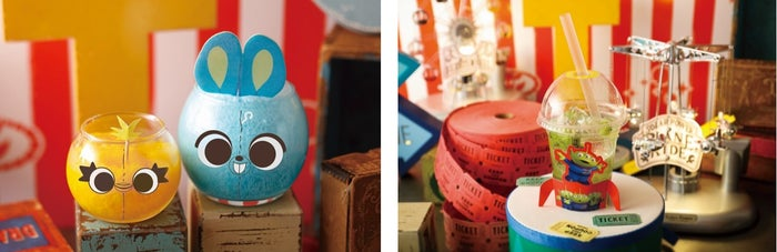 <ダッキー&バニー>毒舌コンビのひんやりクラッシュマンゴー 1,390円、<エイリアン>スペースクレーン・サイダー 990円(C)Disney/Pixar(C)POOF-Slinky,LLC