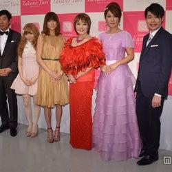 (左より)石田純一、益若つばさ、hitomi、たかの友梨氏、はるな愛、吉村崇