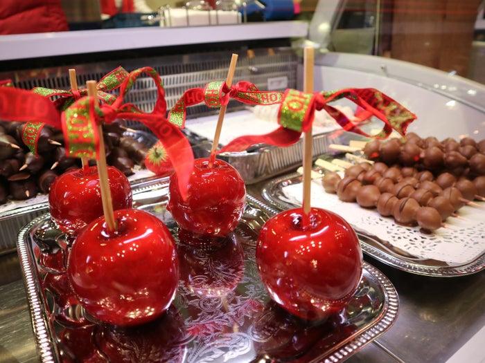 りんご飴やチョコレートなど、写真映えするスイーツも豊富!@koichaaaaaaam