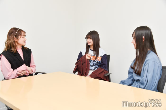 (左から)福山絢水さん、景井ひなさん、水瀬紗彩耶さん(C)モデルプレス