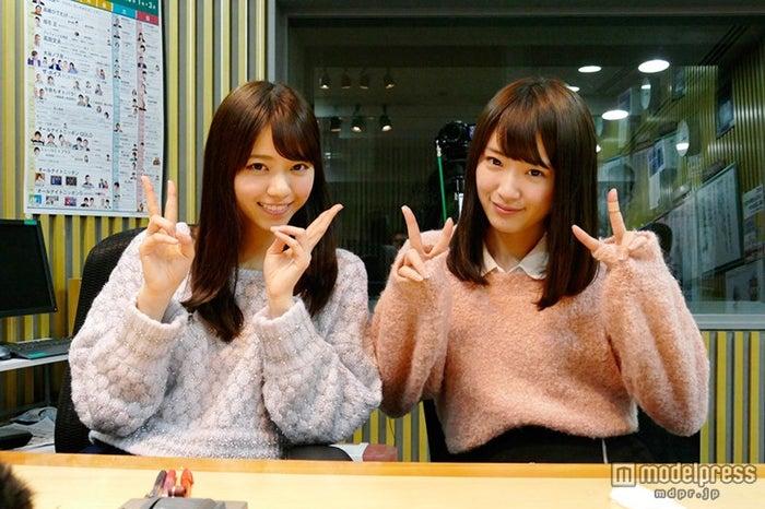 単独ラジオパーソナリティに挑戦した西野七瀬(左)、サプライズ登場した高山一実(右)