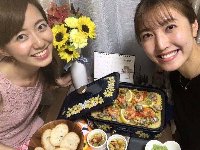 小澤陽子アナとパエリアを作りました!/内田嶺衣奈アナウンサー(提供写真)