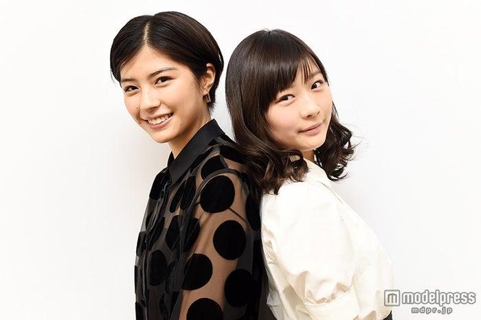 モデルプレスのインタビューに応じた(左から)佐久間由衣、伊藤沙莉 【モデルプレス】