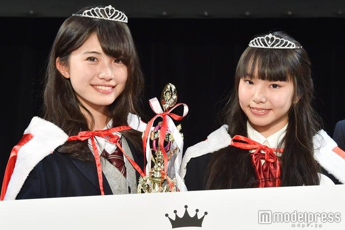 「女子高生ミスコン2017-2018」関西エリア予選/左から:グランプリ・ざわこさん&準グランプリ・かなでっちさん(C)モデルプレス