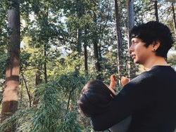 水嶋ヒロ、お姫様抱っこした愛娘との2ショット公開「姫にデレデレ」「素敵なパパ」と反響