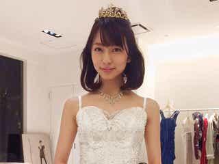 小島梨里杏、純白ドレス姿披露 スタッフため息の美貌解禁