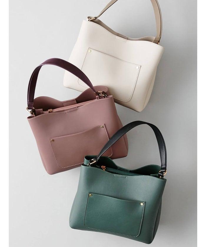 「バイカラーワンショルダーバッグ」全3色 ¥7,996+税 ※10月4日までの5周年セール期間中は20%オフで¥6,396+税
