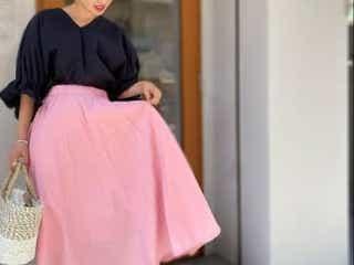 """スカート1枚でコーデの幅が広がる♡ 今夏おすすめの""""ピンクスカート""""の着回し術"""