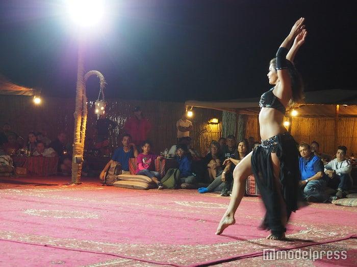 妖艶なベリーダンスショーは迫力もあって見ごたえ抜群(C)モデルプレス