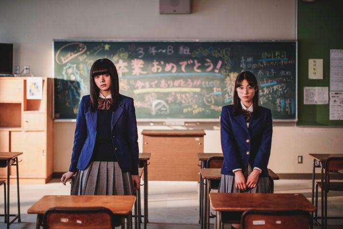 池田エライザ、中村ゆりか/ドラマ『ぼくは麻理のなか』(提供写真)