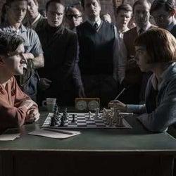 チェスの世界を描く『クイーンズ・ギャンビット』、主要キャストが見どころを語る