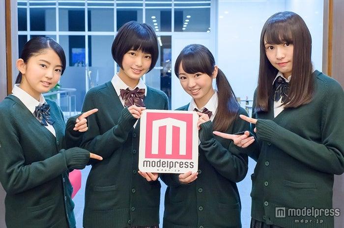 欅坂46(左から:鈴本美愉、平手友梨奈、今泉佑唯、渡辺梨加)