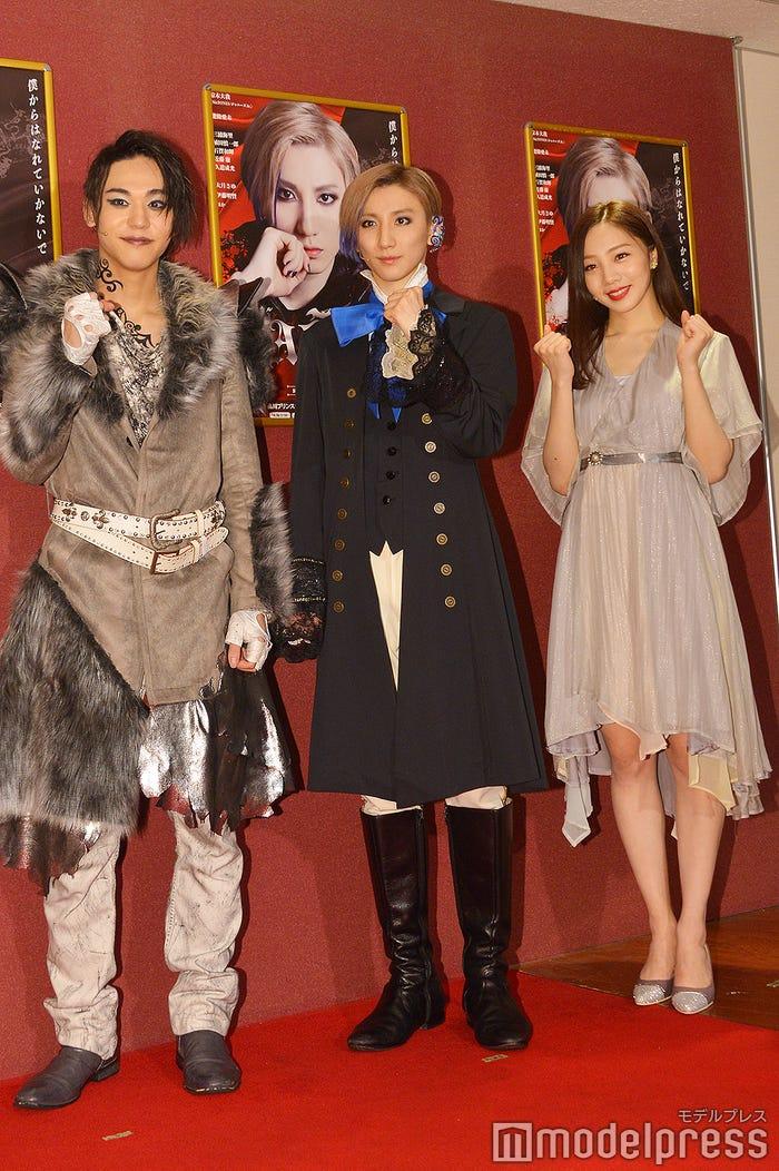 (左から)三浦海里、京本大我、能條愛未(C)モデルプレス