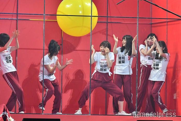 ジェスチャーゲームで時間切れとなり風船爆発をこわがるメンバーNGT48 4thシングルリリースイベント (C)モデルプレス