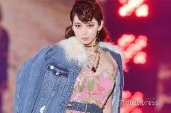 モデルプレス - 吉岡里帆、トップバッターでガルアワ開幕 リーゼント&ロングヘアで驚きイメチェン<GirlsAward 2018 A/W>