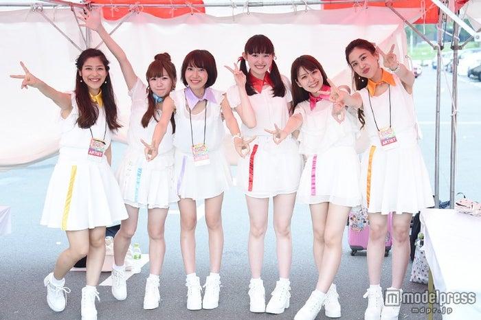 Re:ガールズ(左から)ayumi、愛内みさ、千畝あずみ、福井有彩、白石柚月、yui