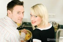 結婚を意識させる行動を心がけてみて(Photo by Kzenon)