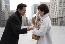 鈴木保奈美、月9「SUITS/スーツ」クランクアップで織田裕二と握手 続編に意欲も