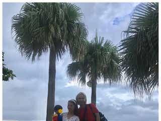 ぺこ&りゅうちぇる、息子・リンクくんと沖縄旅行「幸せそう」と反響