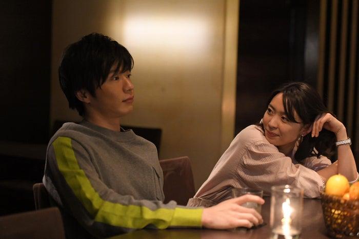 田中圭、黒川芽以/映画「美人が婚活してみたら」より(提供写真)