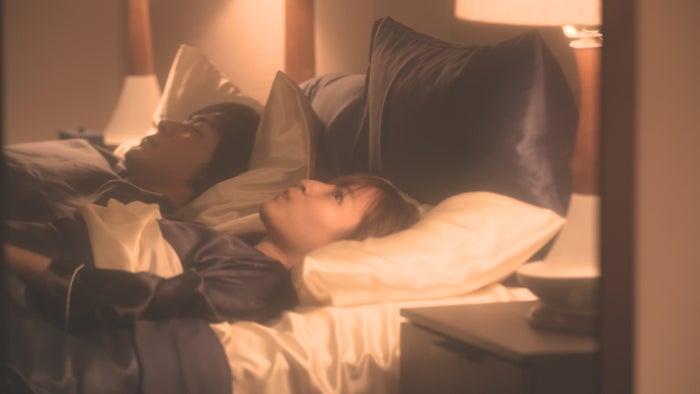 犬飼貴丈、ロン・モンロウ「ダブルベッド」day1(C)TBS/イースト・エンタテインメント