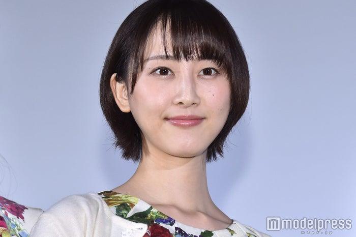 安否報告をした松井玲奈 (C)モデルプレス
