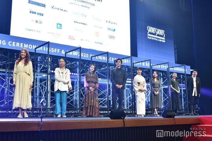 (左から)LiLiCo、安藤桃子、奥菜恵、要潤、剛力彩芽、ソニン、福田麻由子、別所哲也(C)モデルプレス