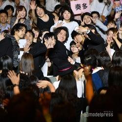 藤原竜也ら記念撮影 (C)モデルプレス