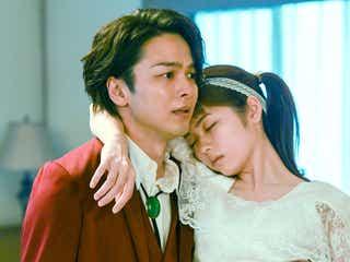 中村倫也、小芝風花&小池栄子と密着 「美食探偵」最終話カット公開