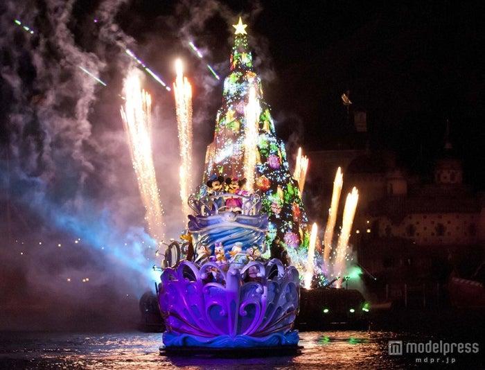 東京ディズニーシー「カラー・オブ・クリスマス」(C)Disney