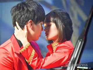 吉本坂46最強ユニット、元NMB48三秋里歩らキス寸前シーンも 超絶高速ダンスを披露<RED「君の唇を離さない」MV撮影密着>