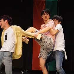 「浅草軽演劇集団・ウズイチ」の旗揚げ公演『シャフ』千秋楽の模様(提供写真)