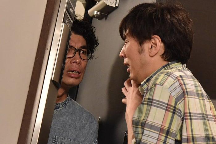 片桐仁、田中圭/「あなたの番です」第16話より(C)日本テレビ