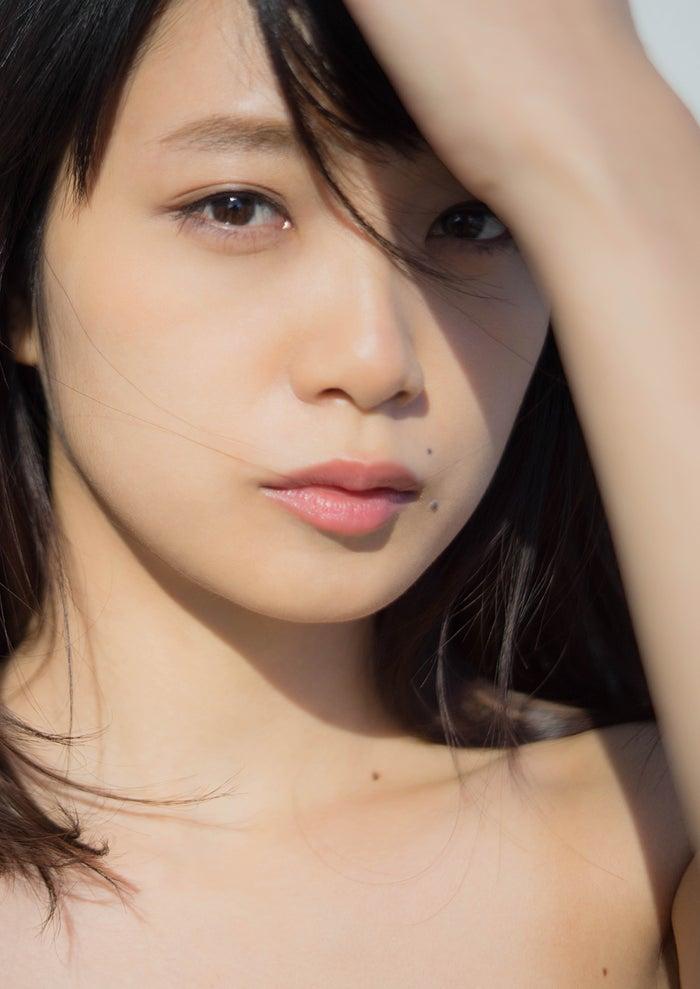 初のフォトマガジン『MY magazine』を発売する深川麻衣(画像提供:宝島社)