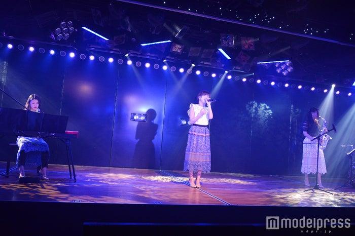 竹内美宥、岡田奈々、古畑奈和/井上ヨシマサ「神曲縛り」公演(C)モデルプレス