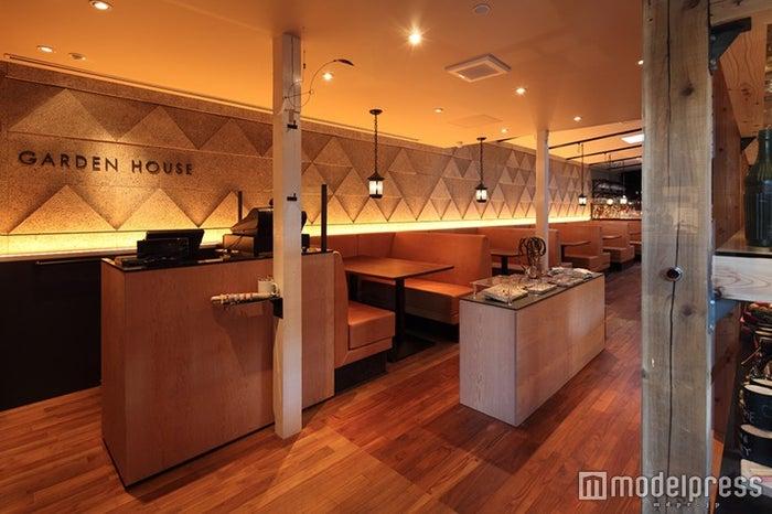 「GARDEN HOUSE」/第二の家のようにゆったりくつろげる店内/画像提供:THINK GREEN PRODUCE