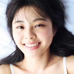 本間日陽 1st写真集「ずっと、会いたかった」ランジェリーショット(写真提供:光文社刊)
