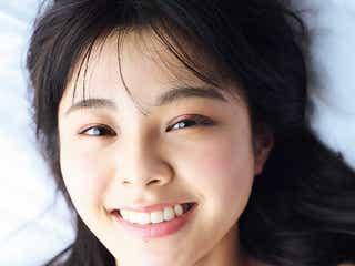 NGT48本間日陽、ランジェリーショット初公開 ピュアな笑顔輝く<1st写真集「ずっと、会いたかった」>
