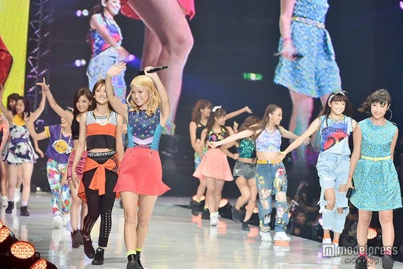 E-girls「Follow Me」で「神コレ」ラストを飾る圧巻ライブ イメージ一新の新曲も披露<神コレ2015A/W>【モデルプレス】
