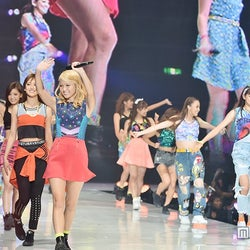 E-girls「Follow Me」で「神コレ」ラストを飾る圧巻ライブ イメージ一新の新曲も披露<神コレ2015A/W>