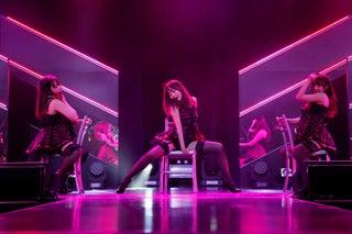 HKT48指原莉乃・宮脇咲良らセクシー衣装で攻める SDN48以来初18歳以上限定「誘惑のガーター」公演開幕<セットリスト>