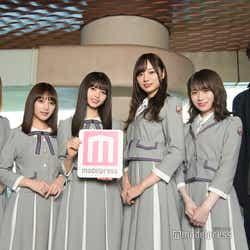 (左から)高山一実、与田祐希、齋藤飛鳥、梅澤美波、秋元真夏、岩下力監督(C)モデルプレス