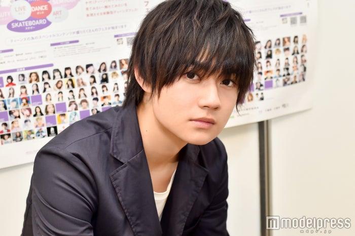 モデルプレスのインタビューに応じた佐野勇斗 (C)モデルプレス