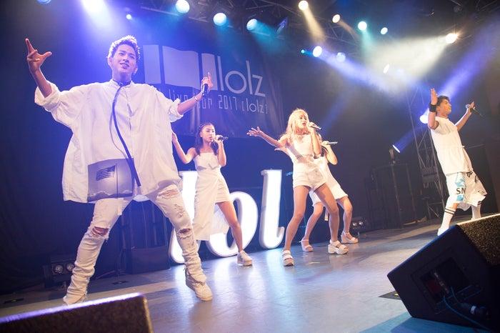 初の全国ライブツアー「lol live tour 2017 -lolz-」のファイナルを迎えたlol(画像提供:avex)