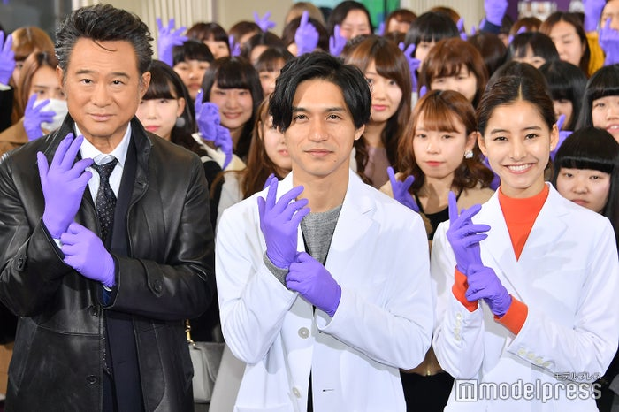(左から)船越英一郎、錦戸亮、新木優子(C)モデルプレス