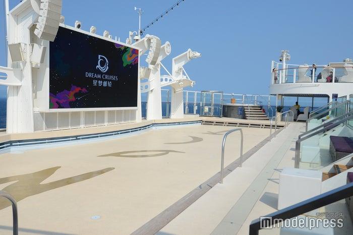 「ズーク」を洋上で再現したビーチクラブ(C)モデルプレス