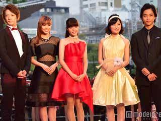 劇団EXILE佐藤寛太ら「イタキス」キャストがレッドカーペット降臨 ドレスアップスタイル披露